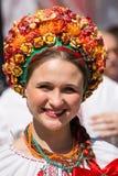De onbekende vrouw neemt aan de parade op Khreschatyk deel Kiev, de Oekraïne Royalty-vrije Stock Foto's