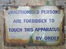De onbevoegde personen ondertekenen stock fotografie