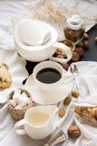 De Onderbrekingskoffie van de koffietijd en chocoladeschilferkoekjesvrije tijd Relaxa Royalty-vrije Stock Afbeeldingen