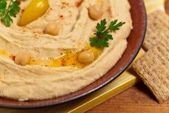 De onderdompeling van Hummus royalty-vrije stock foto