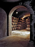 De ondergrondse Kelder van de Wijn Stock Foto's