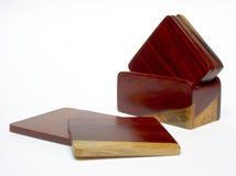 De onderleggers voor glazen van het rozehout op witte achtergrond Royalty-vrije Stock Foto's
