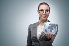 De onderneemster in globaal bedrijfsconcept Stock Foto