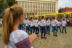 De onderwijsinstellingen in vier districten van gebied Over de Karpaten ontvingen nieuwe schoolbussen Royalty-vrije Stock Afbeeldingen