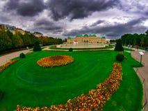 De ongebruikelijke herfst in de mooie stad van Wenen stock afbeelding