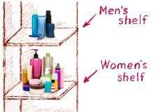 De ongelijkheid van mannelijke en vrouwelijke schoonheidsmiddelen op de planken Stock Foto's
