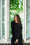 De ongelukkige mooie donkerbruine vrouw met maakt omhoog Stock Foto's