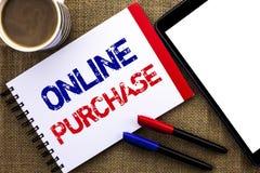 De Online Aankoop van de handschrifttekst De conceptenbetekenis koopt dingen op het net gaat winkelend die zonder huis op Notitie royalty-vrije stock foto's