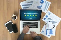 De online tijd van de Overzichtenevaluatie voor de Beoordeling van de overzichtsinspectie stock foto's