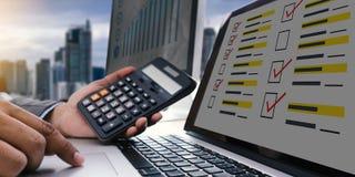 De online tijd van de Overzichtenevaluatie voor de Beoordeling van de overzichtsinspectie stock foto