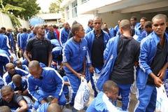 De Onregelmatige migranten die van Ethiopi?rs op deportatie bij Immigratiehk wachten in Dar-es-saalam royalty-vrije stock afbeeldingen