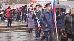 De onsterfelijke regimentsmarsen op Parade ter ere van Victory Day op 9 kunnen - Rusland Berezniki kan 9, 2018 stock footage