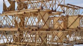 De ontmantelde bouwkraan, dichte omhooggaande mening Stock Afbeelding