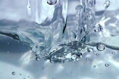 De ontploffing van het water stock foto's