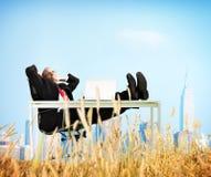 De Ontsnappingsconcept van zakenmanrelaxation freedom happiness Stock Foto's