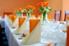 De ontvangst van het huwelijk in sinaasappel Royalty-vrije Stock Foto's