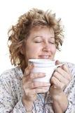 De ontwaken van de vrouw met een koffie Stock Fotografie