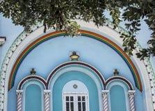 De ontwerpen van een pastelkleur blauw gebouw in de Bahamas Stock Fotografie