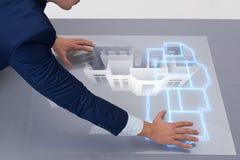 De ontwerper die aan 3d futuristisch flatontwerp werken Stock Foto