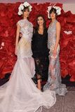 De ontwerper Irina Shabayeva en de modellen stellen tijdens Irina Shabayeva Bridal Spring de manierinzameling van 2020 royalty-vrije stock fotografie
