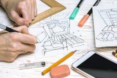 De ontwerper maakt een schets van het binnenland royalty-vrije stock afbeeldingen