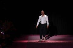 De ontwerper Marc Jacobs begroet het publiek op de baan in Marc Jacobs tijdens MBFW-de Lente van 2015 Royalty-vrije Stock Afbeelding