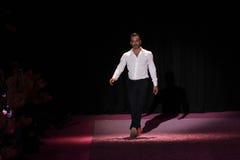 De ontwerper Marc Jacobs begroet het publiek op de baan in Marc Jacobs tijdens MBFW-de Lente van 2015 Stock Afbeelding