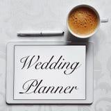 De ontwerper van het teksthuwelijk in een tabletcomputer royalty-vrije stock foto