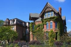 De Ontwikkeling van het borstelpark slaat Twee Historischere Huizen in Detroit op Royalty-vrije Stock Foto