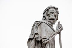 De Onverbiddelijke Maaimachinedood verpersoonlijkte standbeeld, houdend sikkel Stock Foto's
