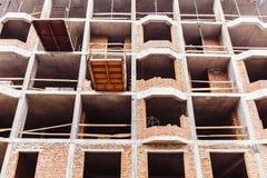De onvolledige concrete bouw zonder muren stock foto