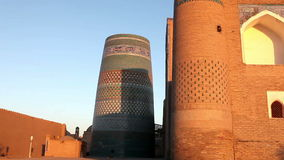 De onvolledige Minder belangrijke Minaret van Kalta Khiva, Oezbekistan stock video