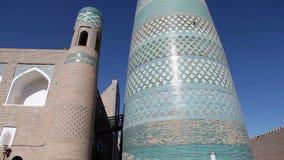 De onvolledige Minder belangrijke Minaret van Kalta Khiva, Oezbekistan stock videobeelden