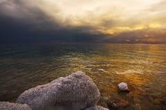 De onweersbui op het Dode Overzees Stock Afbeeldingen