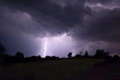 De onweersbui van de nacht. stock afbeeldingen