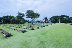 De oorlogsbegraafplaats van Kanchanaburi Stock Fotografie