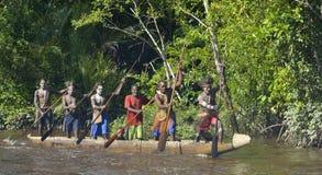 De oorlogsceremonie van de kano van mensen Asmat Stock Afbeeldingen