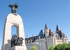 De Oorlogsgedenkteken en Chateau Laurier May 2008 van Ottawa Royalty-vrije Stock Foto's