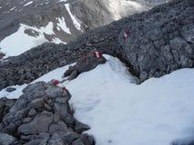 De Oostenrijkse alpen Het merken van de weg van middelgrote ingewikkeldheid royalty-vrije stock fotografie