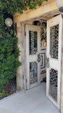 De oosterse mooie deuren in hotel tuinieren, Kemer, Mediterrane kust, Turkije royalty-vrije stock afbeeldingen