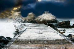 De op zee achtergrond van rotsen Stock Foto's
