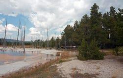 De opalen Pool hete lente in het Zwarte Bassin van de Zandgeiser in het Nationale Park van Yellowstone in Wyoming de V.S. Royalty-vrije Stock Afbeelding