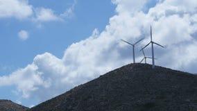 De opbrengselektriciteit van windturbines stock footage