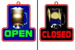 De open gesloten staaf van de staaf Stock Foto's