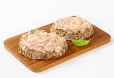 De open onder ogen gezien sandwiches van de hamsalade Royalty-vrije Stock Afbeeldingen