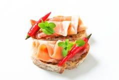 De open onder ogen gezien sandwiches van Prosciutto Stock Foto's