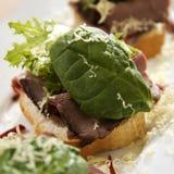 De open Sandwich van het Rundvlees van het Braadstuk Royalty-vrije Stock Foto's