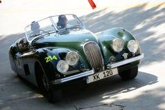 1951 de Open tweepersoonsauto van Jaguar XK 120 OTS in Mille Miglia Stock Afbeeldingen