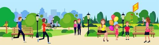 De openbare parkmensen ontspannen zittings houten bank in openlucht lopend het cirkelen lopende groene gazonbomen op stadsgebouwe vector illustratie