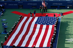 De openingsceremonie vóór US Open 2013 mensen definitieve gelijke in Billie Jean King National Tennis Center Stock Afbeelding